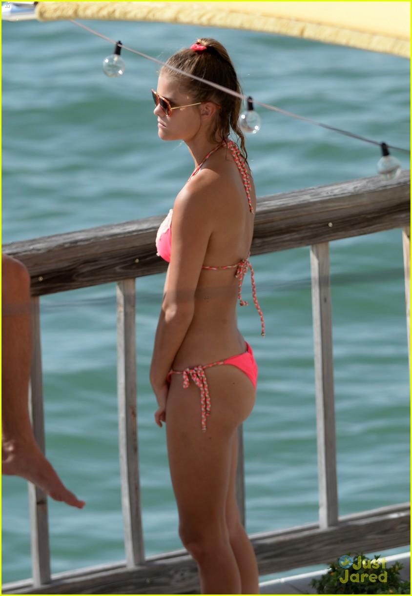 nina agdal hot bikini body heats up miami 16