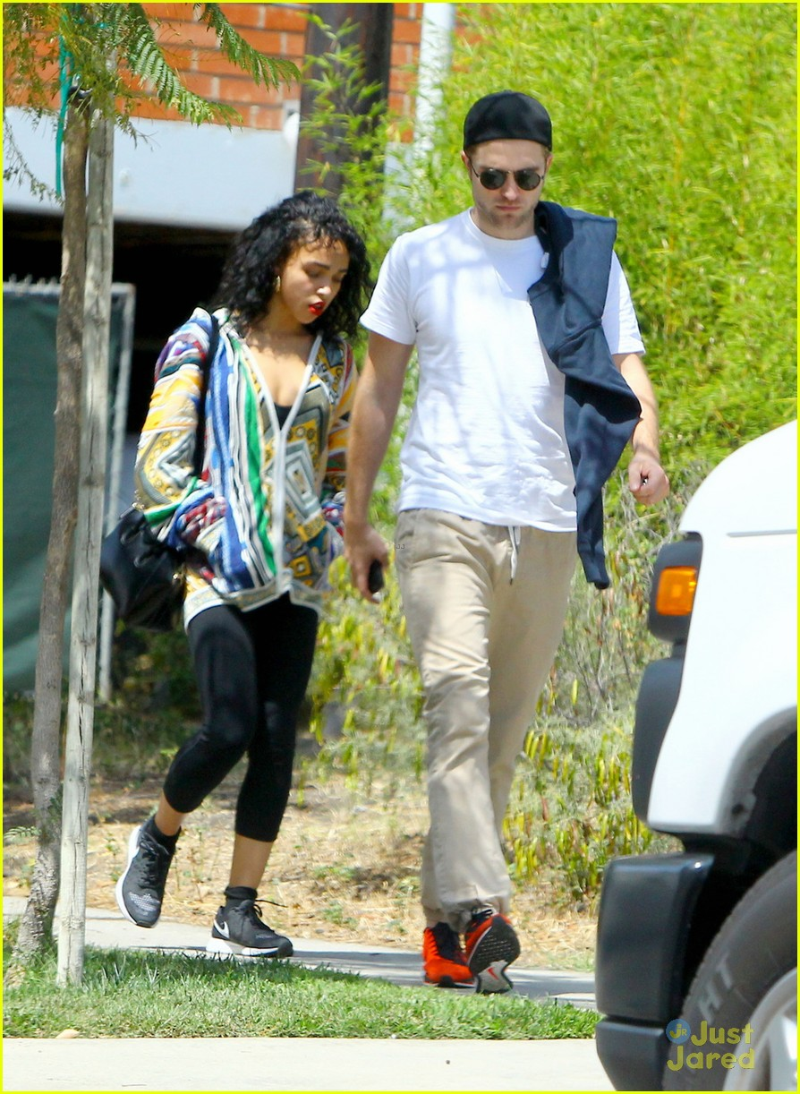 robert pattinson beaming with fka twigs by his side 03