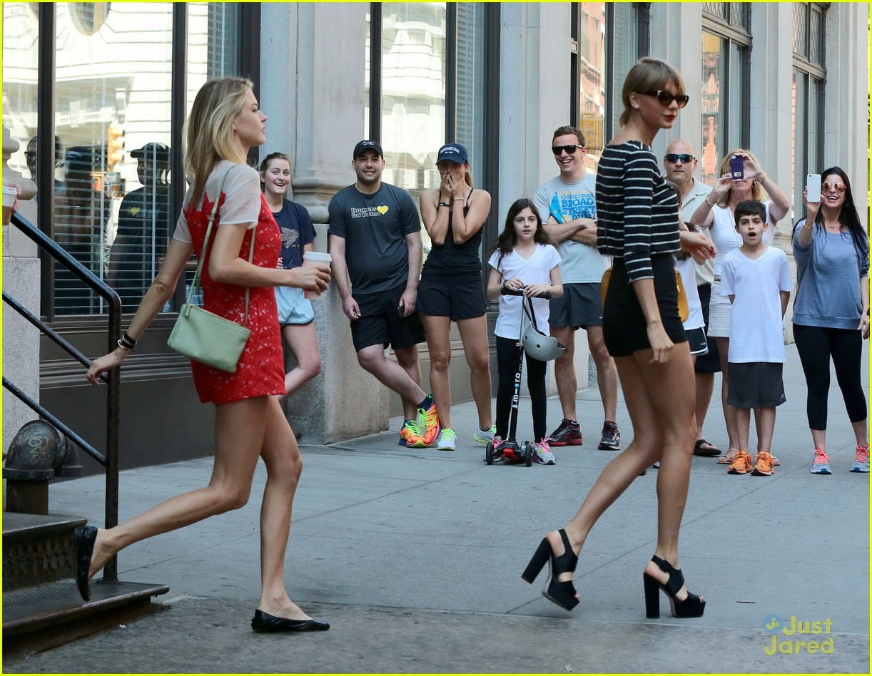 taylor swift gigi martha detroit tour leave nyc 02
