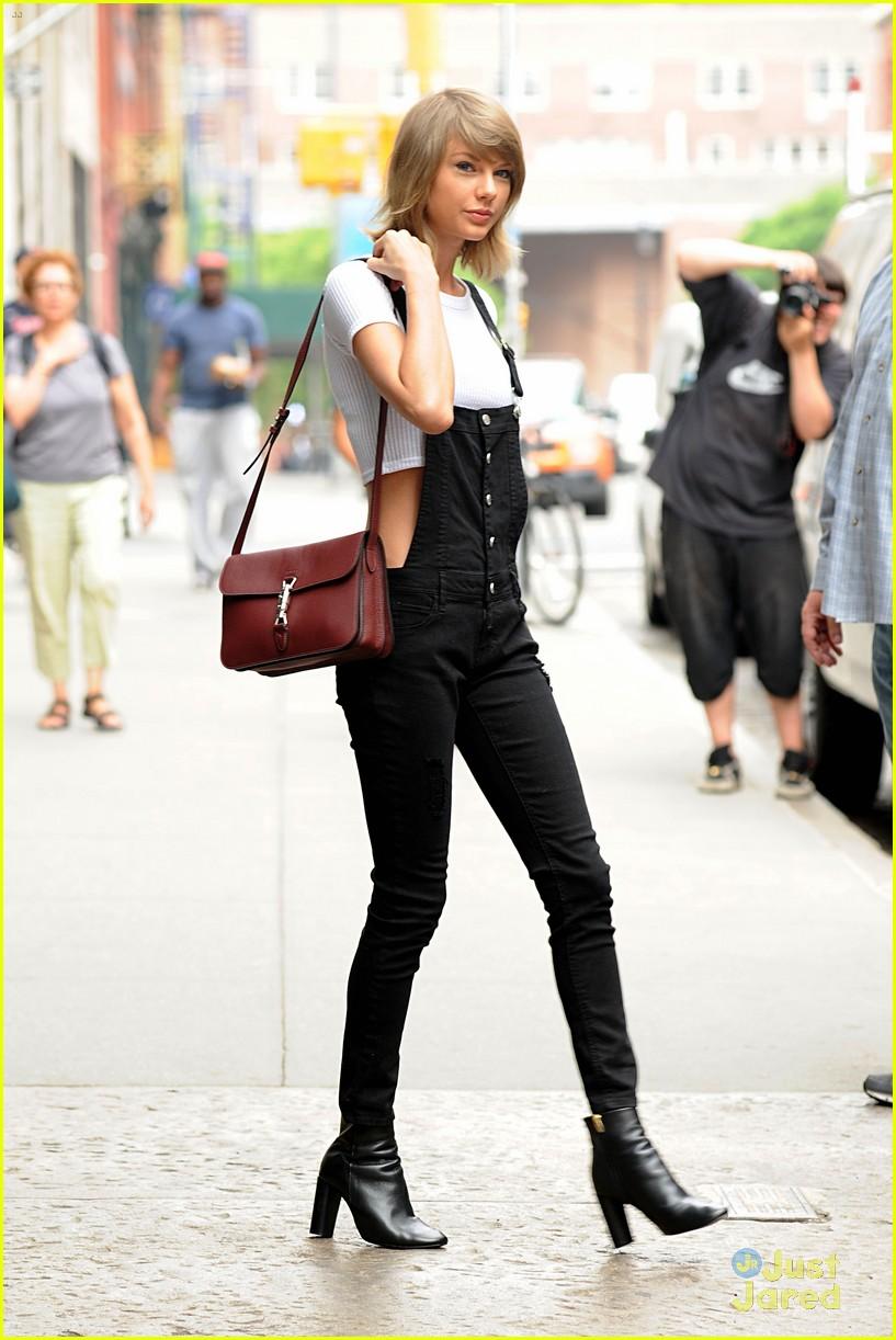 ba3faf542e04 Taylor Swift Goes Wedding Dress Shopping for BFF Britany Maack ...
