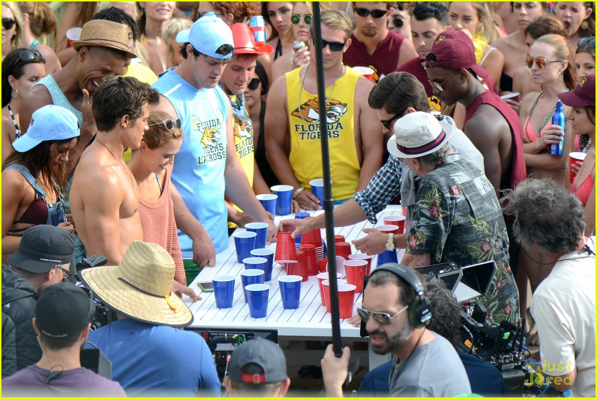 Zac Efron Films Dirty Grandpa Party Scene With Robert De Niro