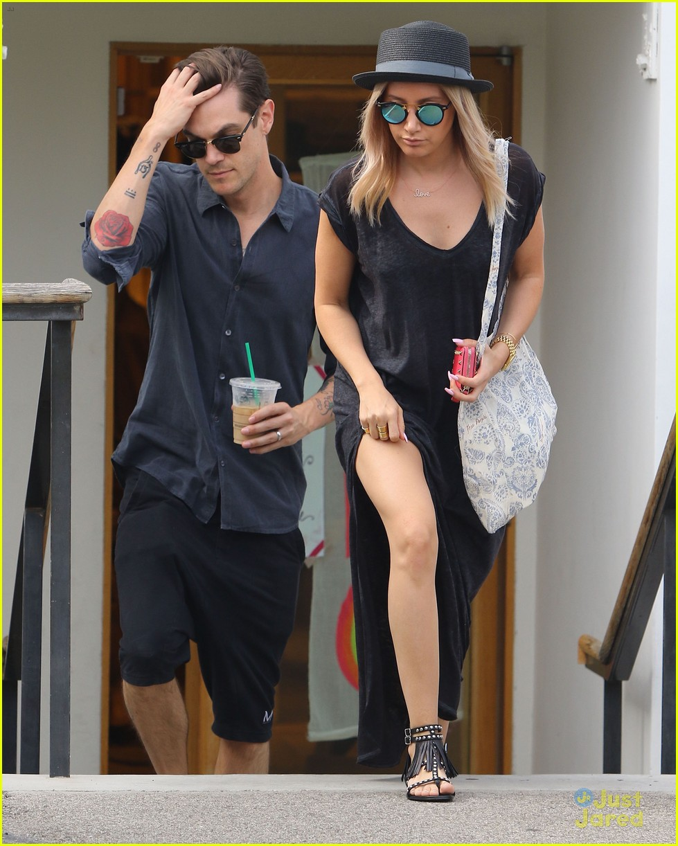 ashley tisdale christopher french shopping 01