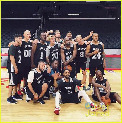 Justin Bieber Plays Basketball At Kanye West S Staples Center Birthday Bash Photo 823574 Birthday Justin Bieber Kanye West Kim Kardashian Pictures Just Jared Jr