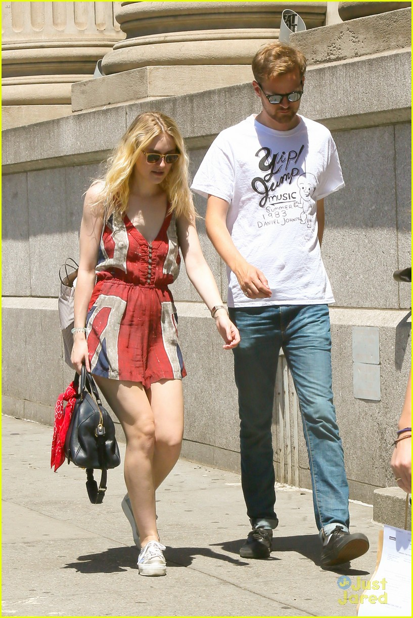 dakota elle fanning shopping separate coasts 04
