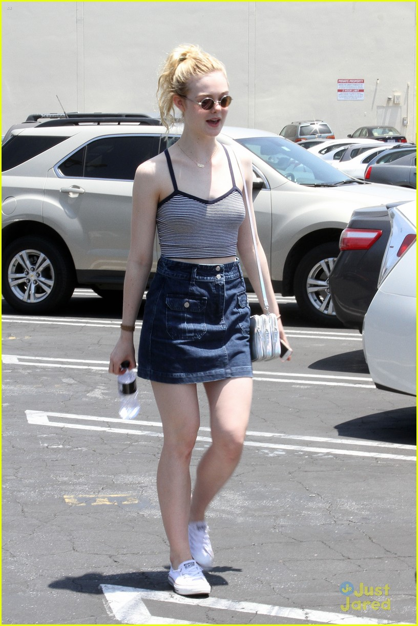 elle fanning farmers market 20th century women role 15
