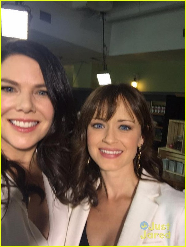 gilmore girls cast reunites eight years later 01