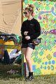 jenna coleman suki waterhouse 2015 glastonbury 04