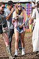 jenna coleman suki waterhouse 2015 glastonbury 14
