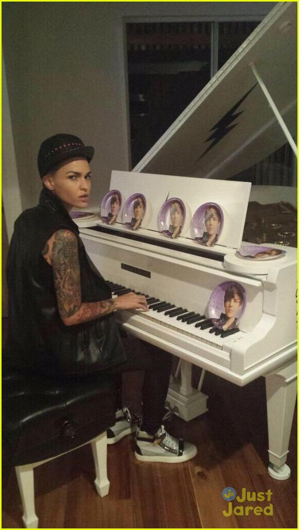 oitnbs ruby rose finally meets her twin justin bieber 03