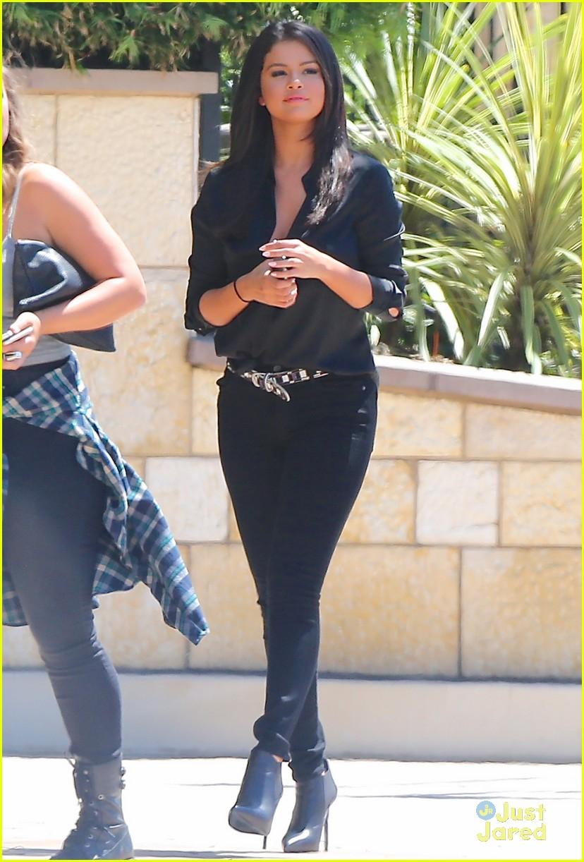 Stefanie Scott Did Not 'Diss' Or 'Throw Shade' At Selena ...