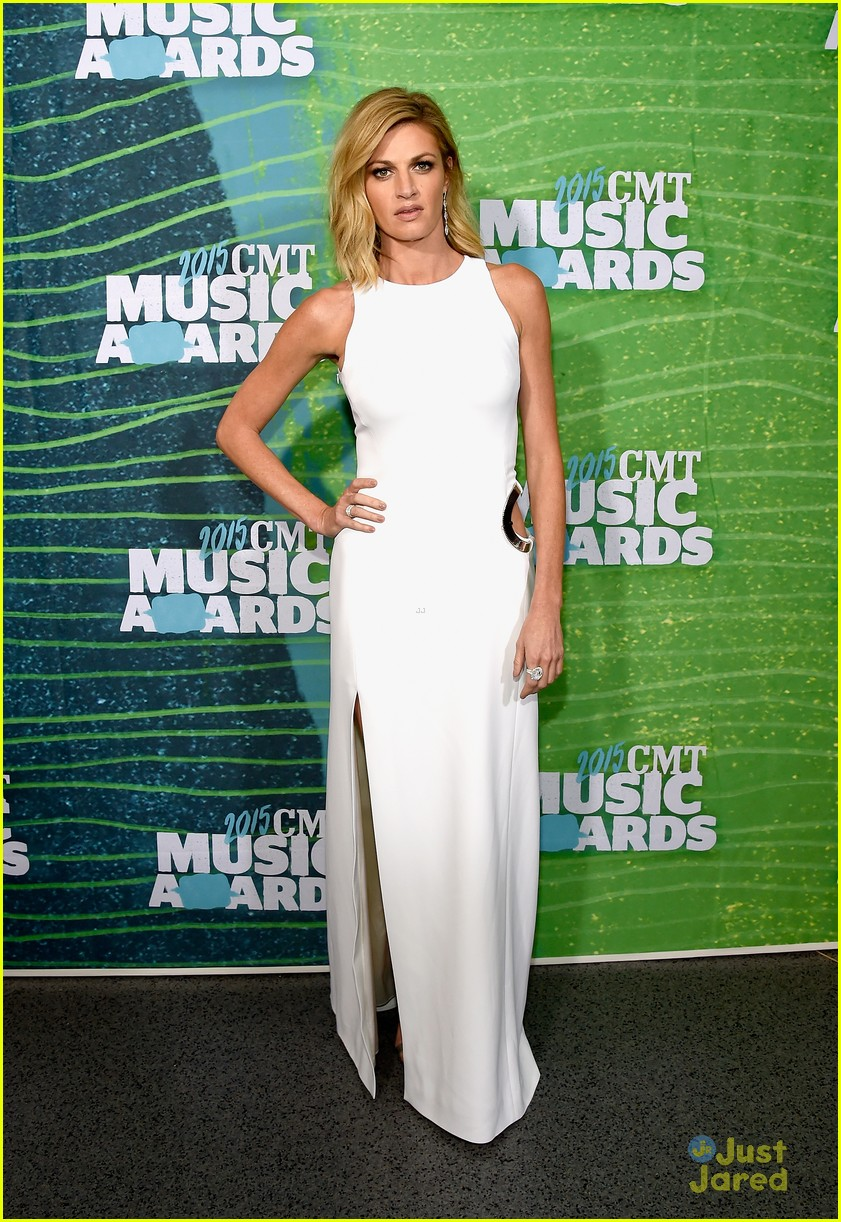 brittany snow erin andrews cmt awards carpet pics 02