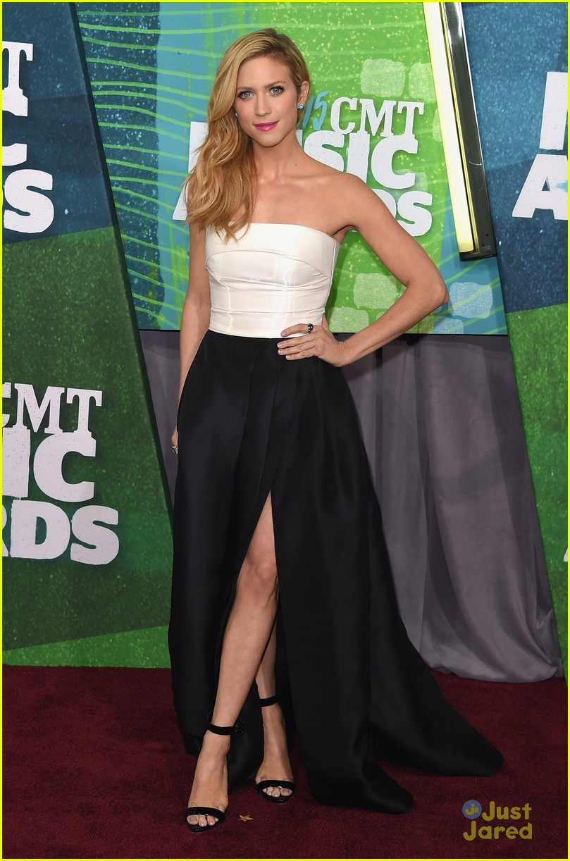 brittany snow erin andrews cmt awards carpet pics 11