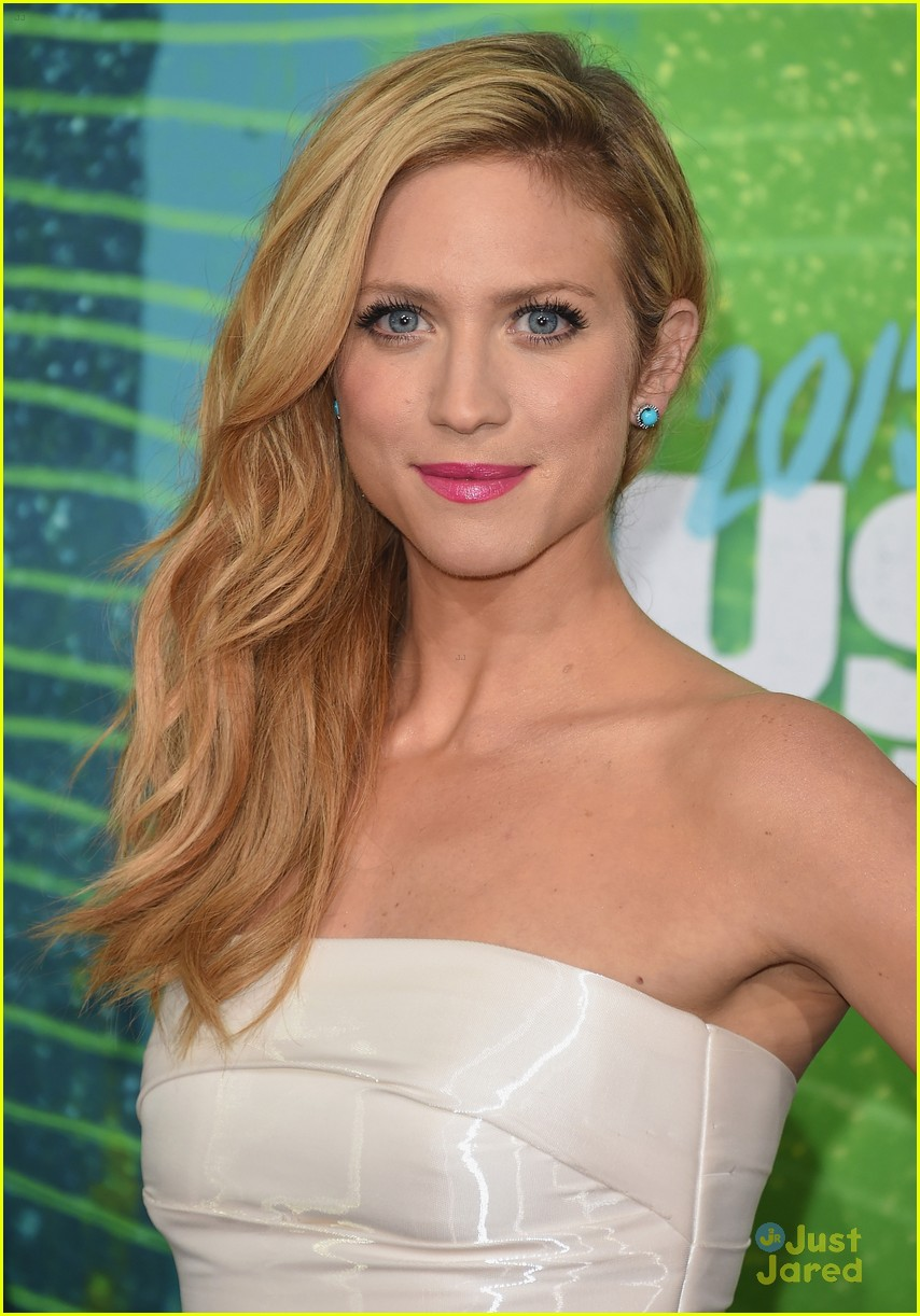 brittany snow erin andrews cmt awards carpet pics 13