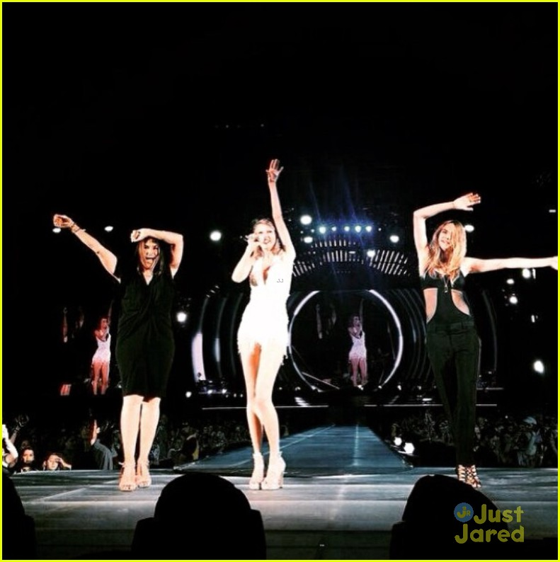 Taylor Swift Sings Cool Kids With Echosmith During 1989 Show In Philly Watch Now Photo 825055 Cara Delevingne Echosmith Mariska Hargitay Sydney Sierota Taylor Swift Pictures Just Jared Jr