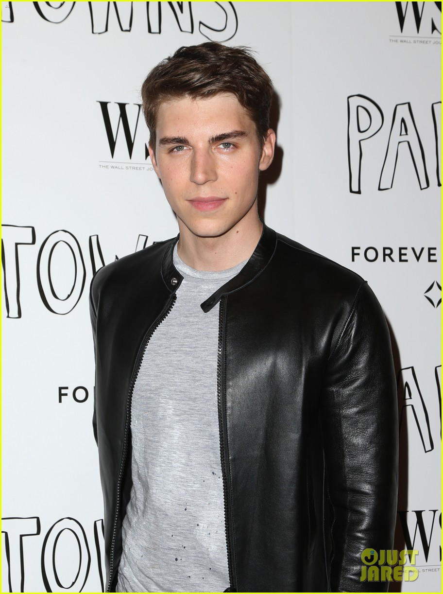 cara delevingne nat wolff paper towns west hollywood 32