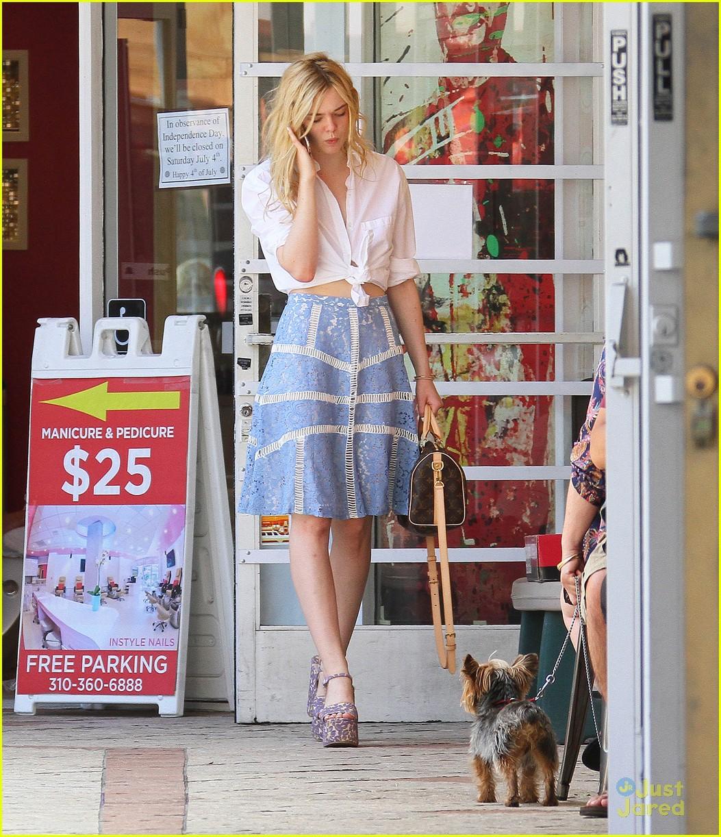 elle fanning shoe shopping joy workout other errands 03