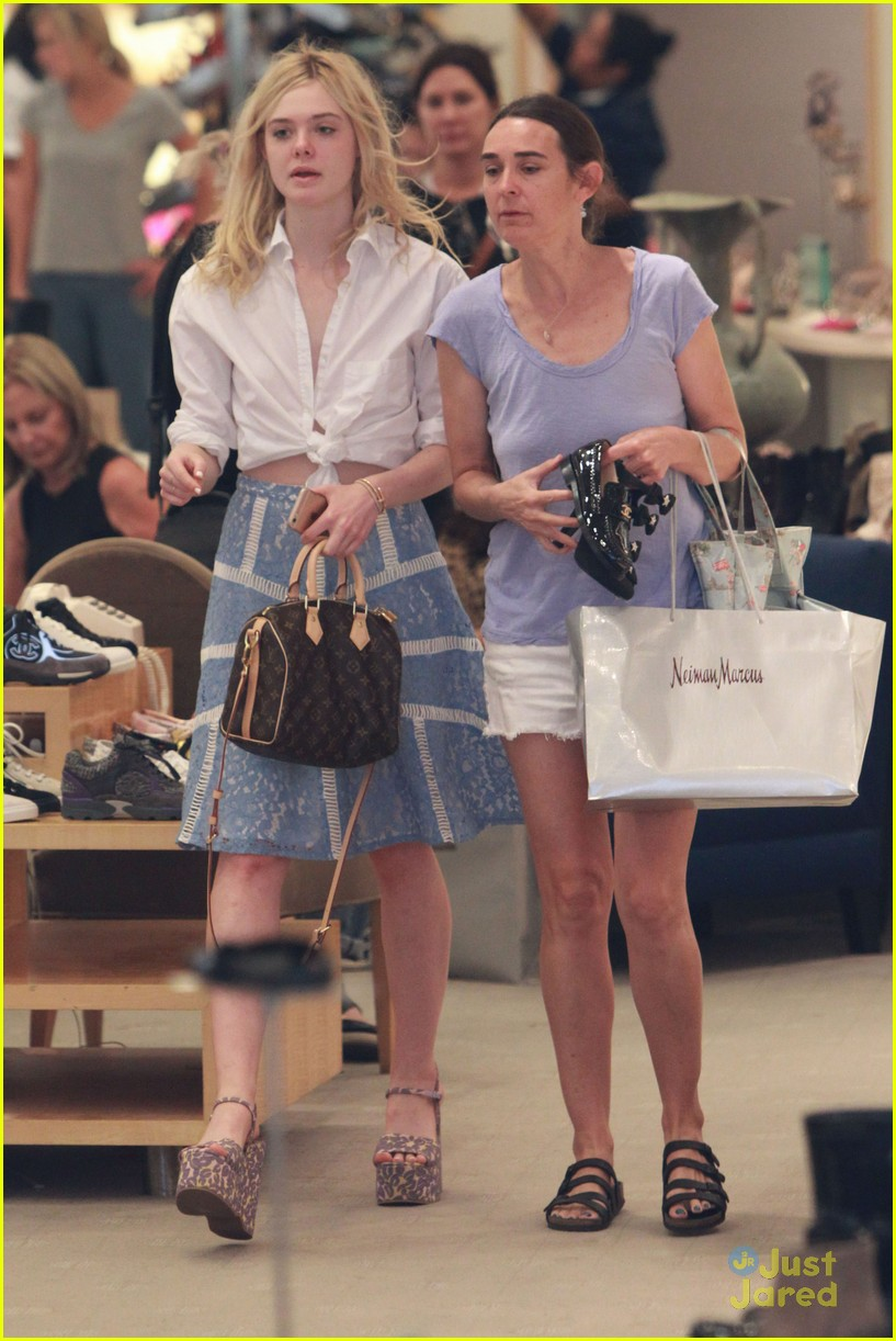 elle fanning shoe shopping joy workout other errands 10