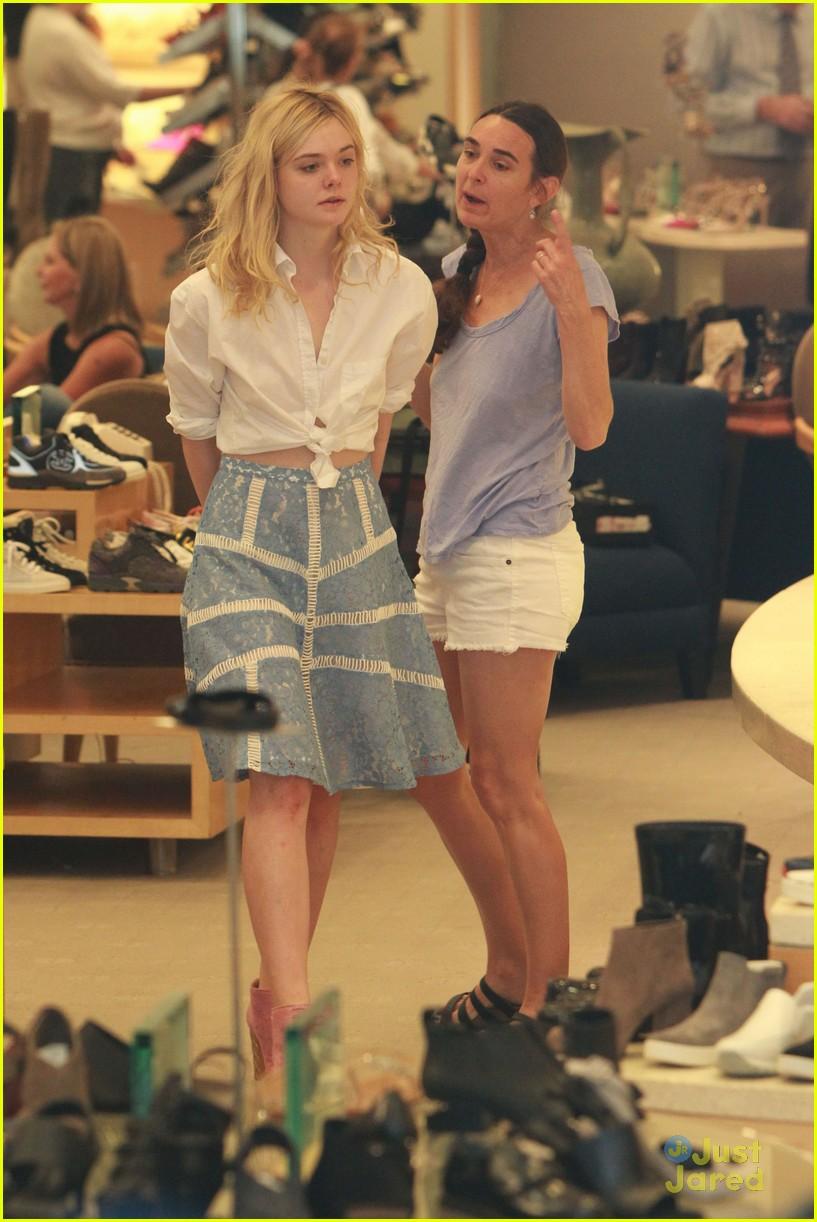 elle fanning shoe shopping joy workout other errands 11