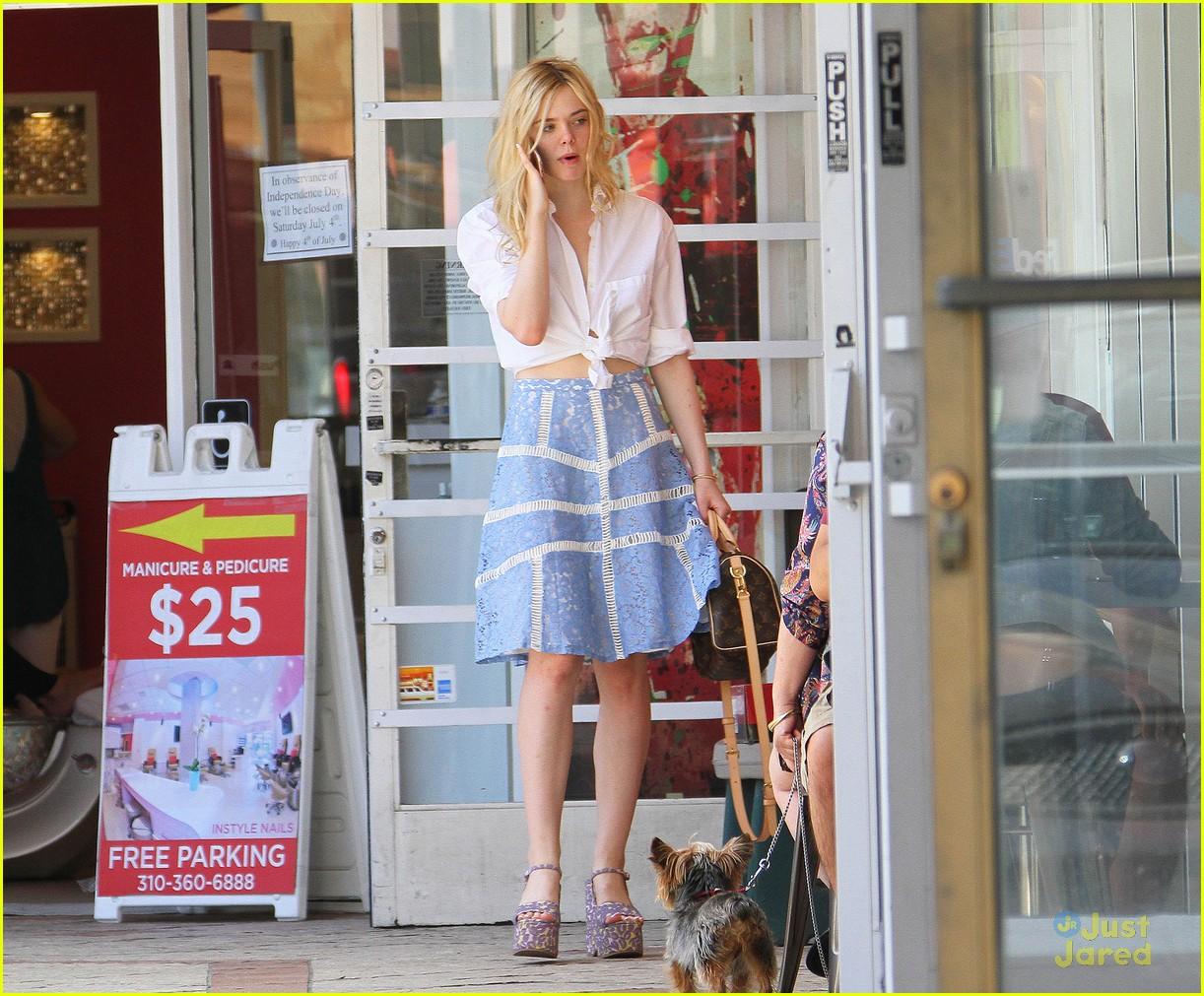 elle fanning shoe shopping joy workout other errands 16