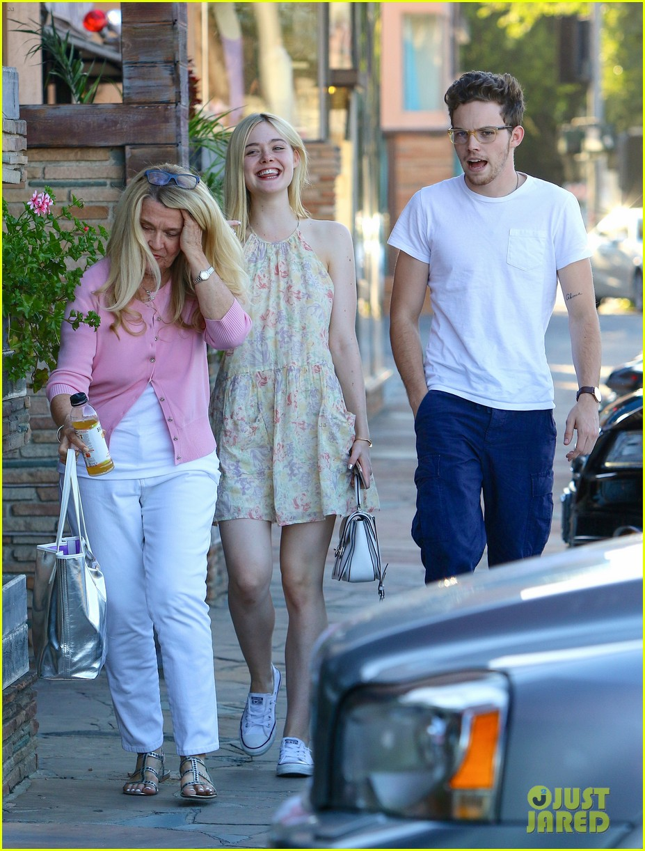 Elle Fanning Has An Adorable New Beau Named Zalman Band Photo 838431 Elle Fanning Zalman Band Pictures Just Jared Jr Kotlyarenko paints a hyperbolic consequence of this dependency with kurt, a completely dismantled sociopath who sees zero value to living if it doesn't include some kind. just jared jr