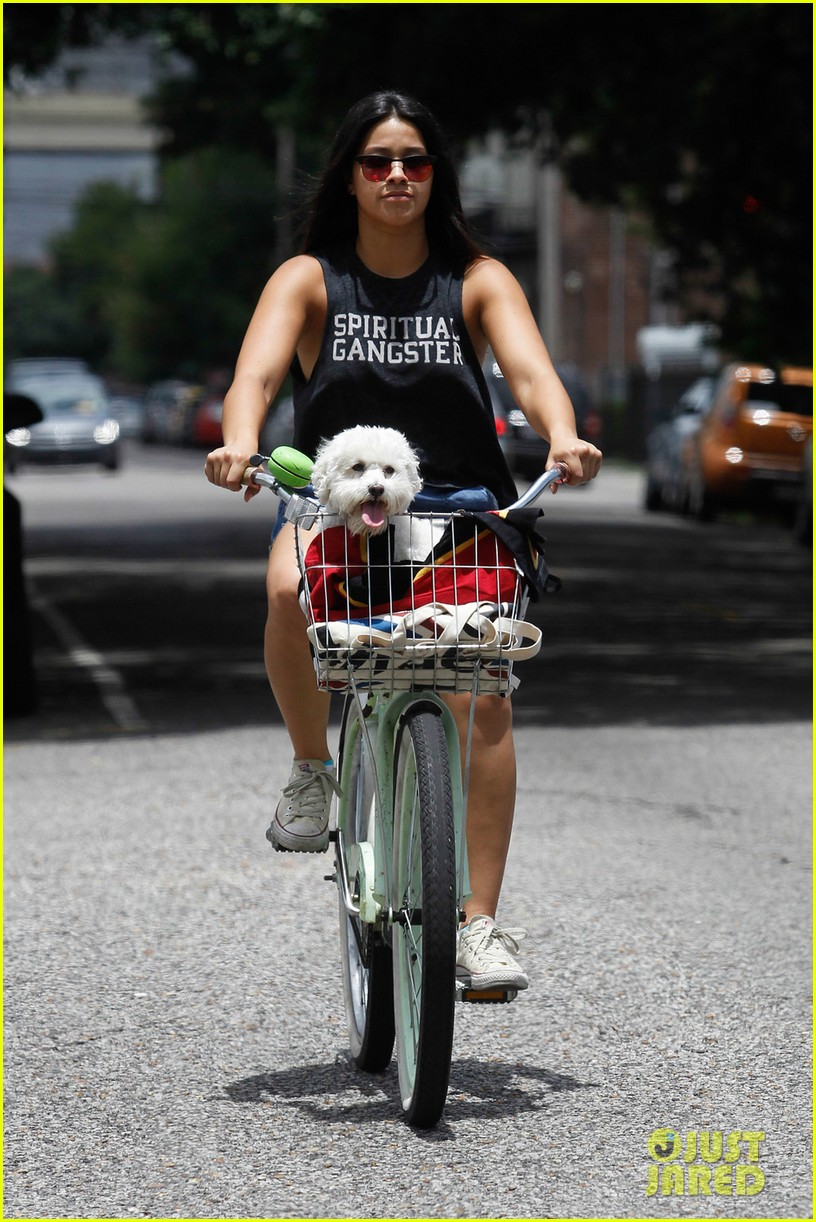 gina rodriguez bike ride dog new orleans 03