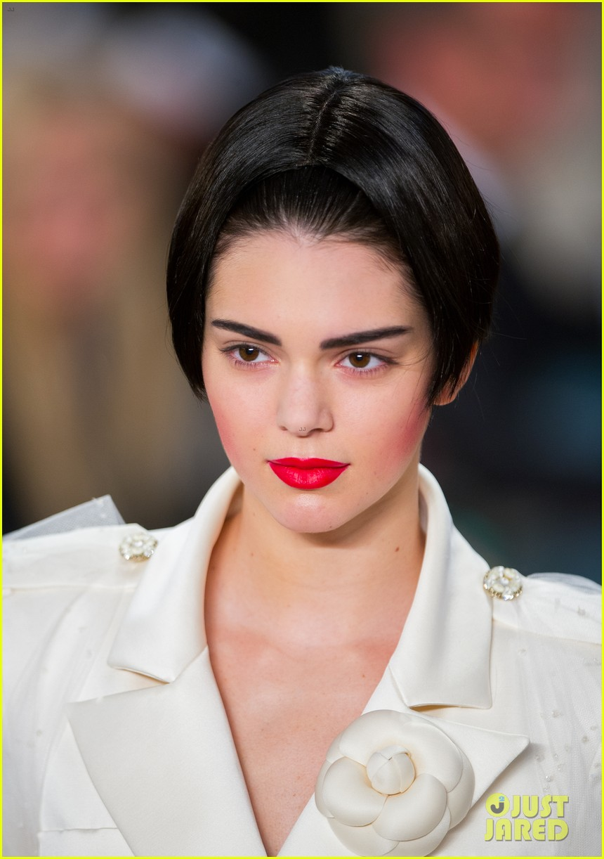 Kendall jenner chanel fashion show 2015 you