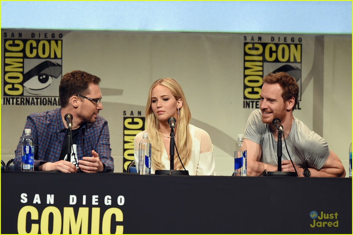 jennifer lawrence hugh jackman embrace at x men comic con panel 22