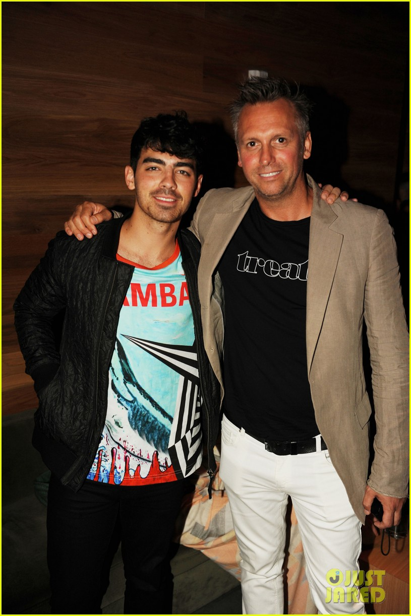 joe jonas meets up with brothers kevin nick 16