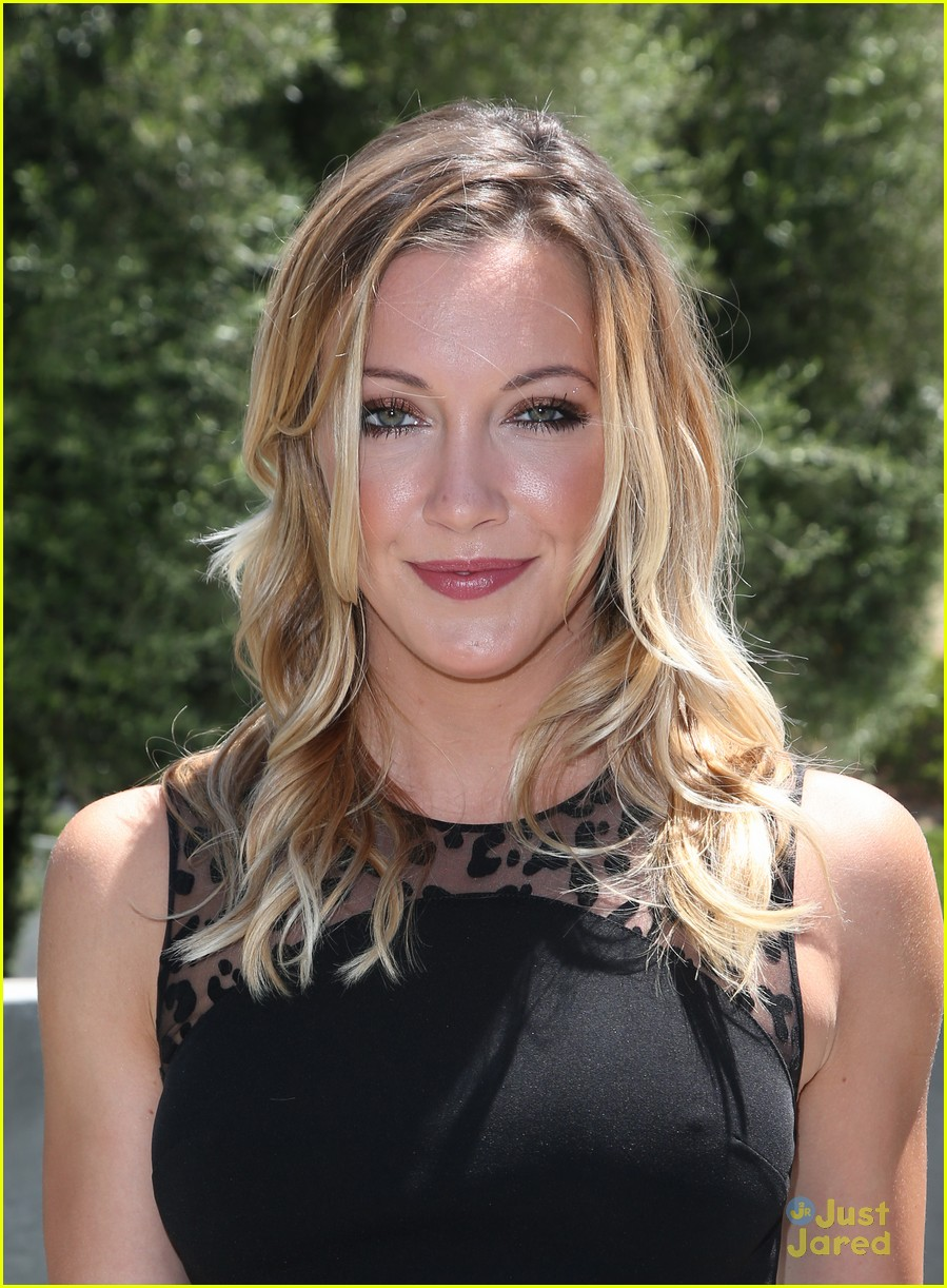 katie cassidy prism awards los angeles win 01