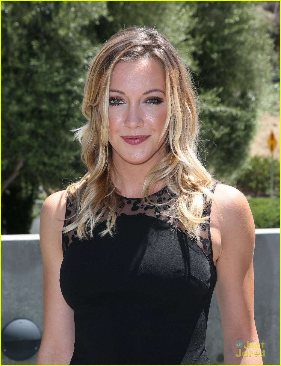 katie cassidy prism awards los angeles win 04