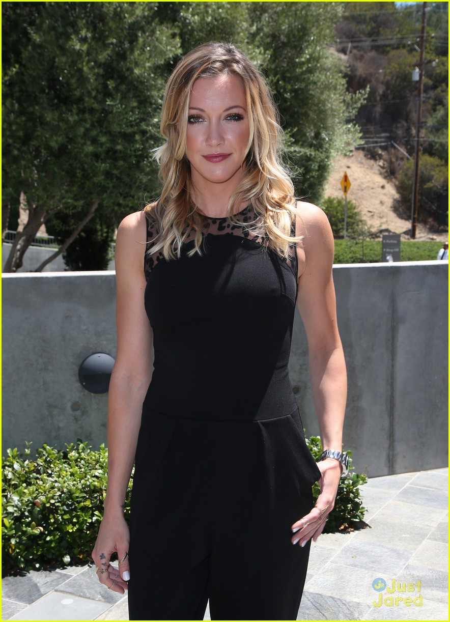 katie cassidy prism awards los angeles win 12