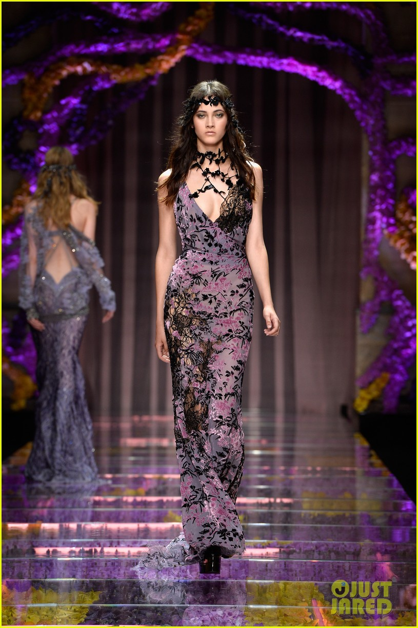 Kendall Jenner is a Gorgeous \'Atelier Versace\' Girl in Paris ...