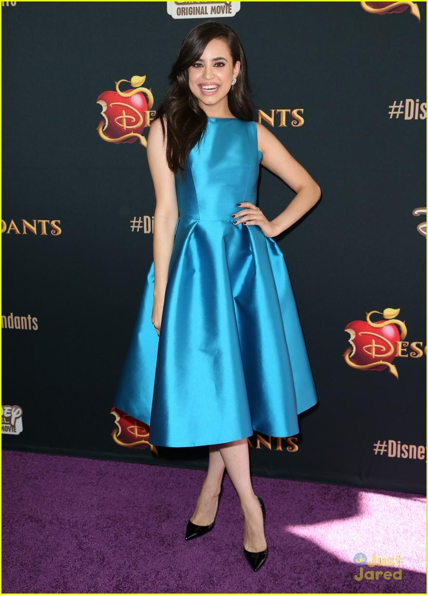 Sofia Carson Strikes An \'Evie\' Pose At \'Descendants\' Premiere ...