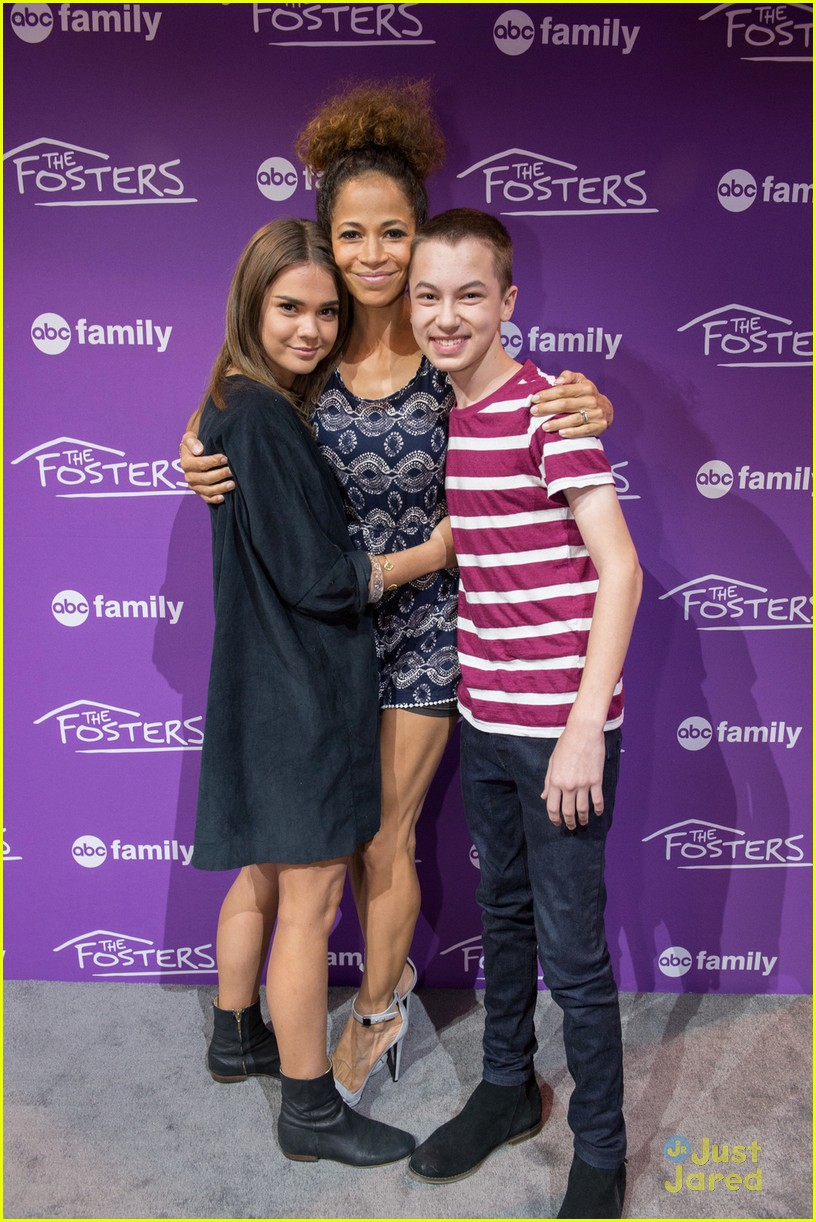 Maia mitchell jonathan sadowski hit up abc family meet greet at maia mitchell jonathan sadowski abc family casts d23 expo 02 m4hsunfo Image collections