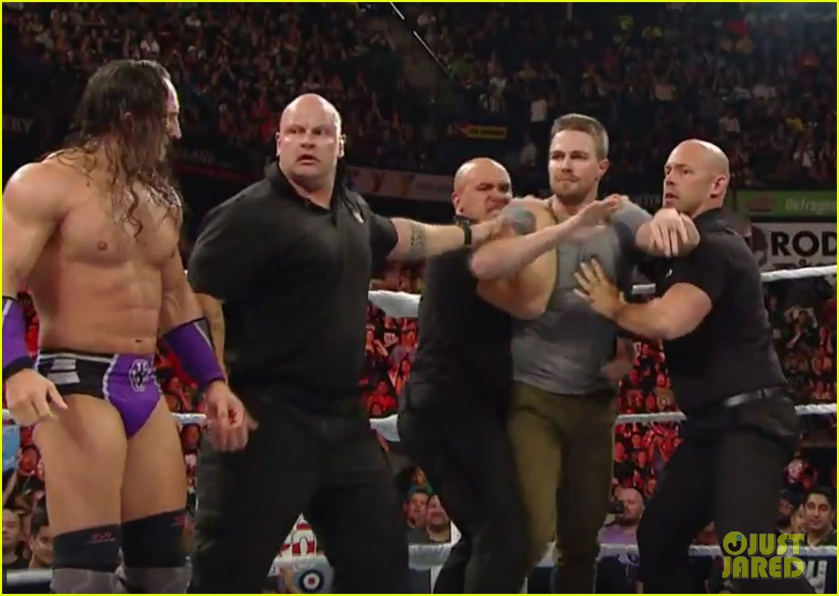 stephen amell fight stardust raw 01