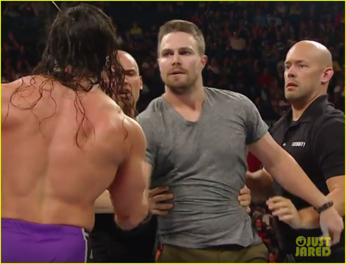 stephen amell fight stardust raw 04