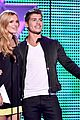 bella thorne gregg sulkin kiss goals teen choice awards 01