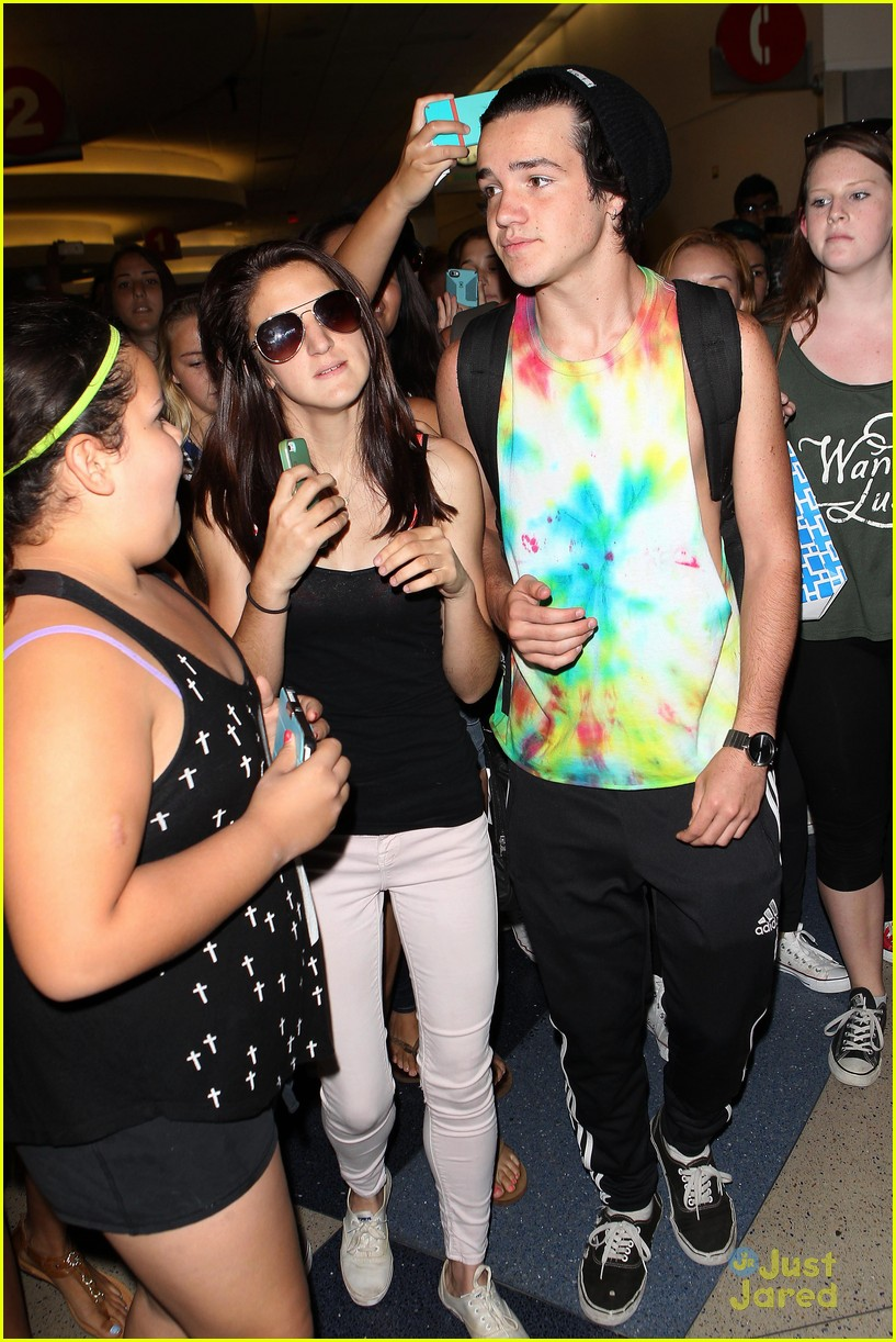 cameron dallas aaron carpenter lax arrival fans 08
