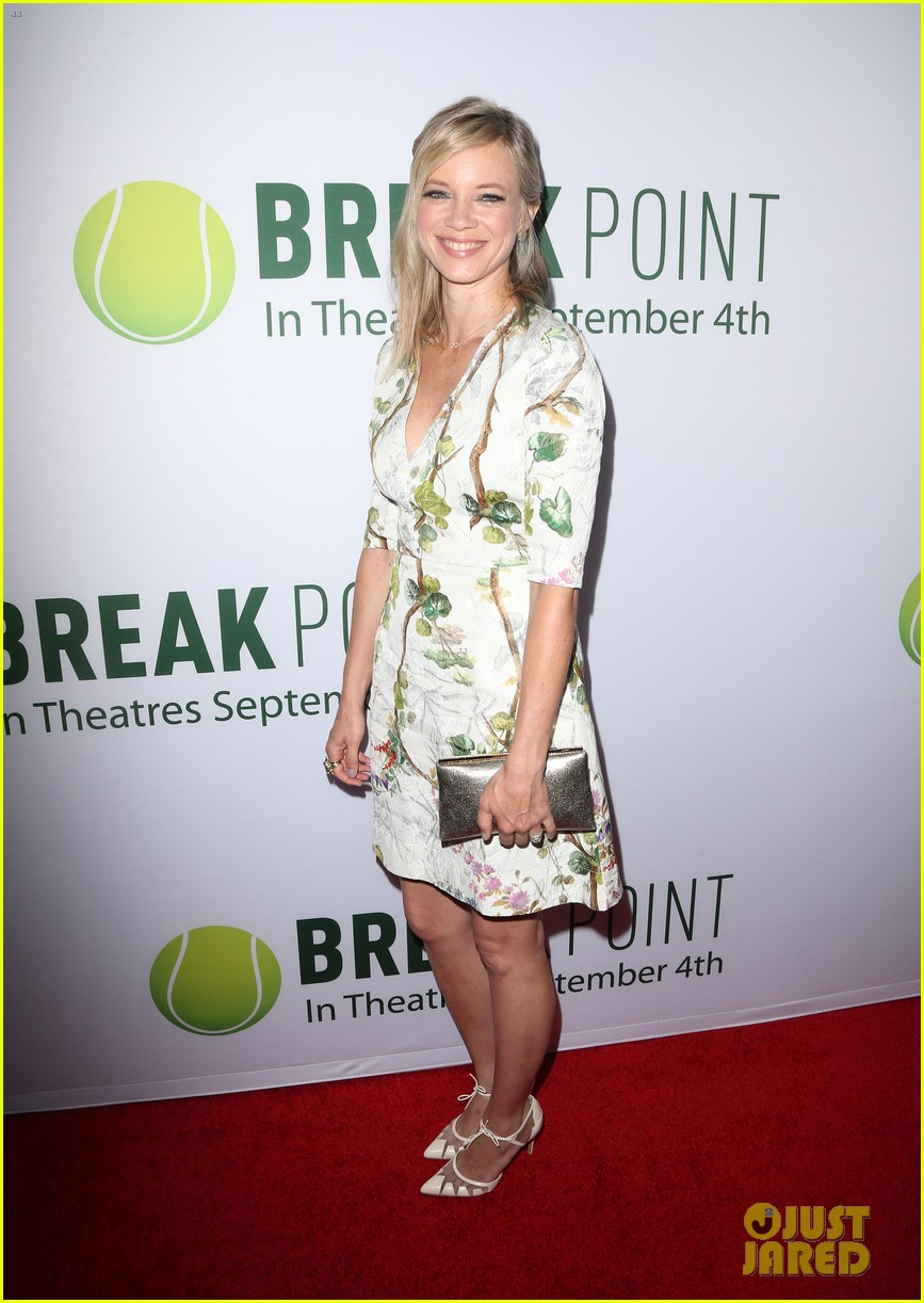 pregnant brooklyn decker supports break point at hollywood screening 01