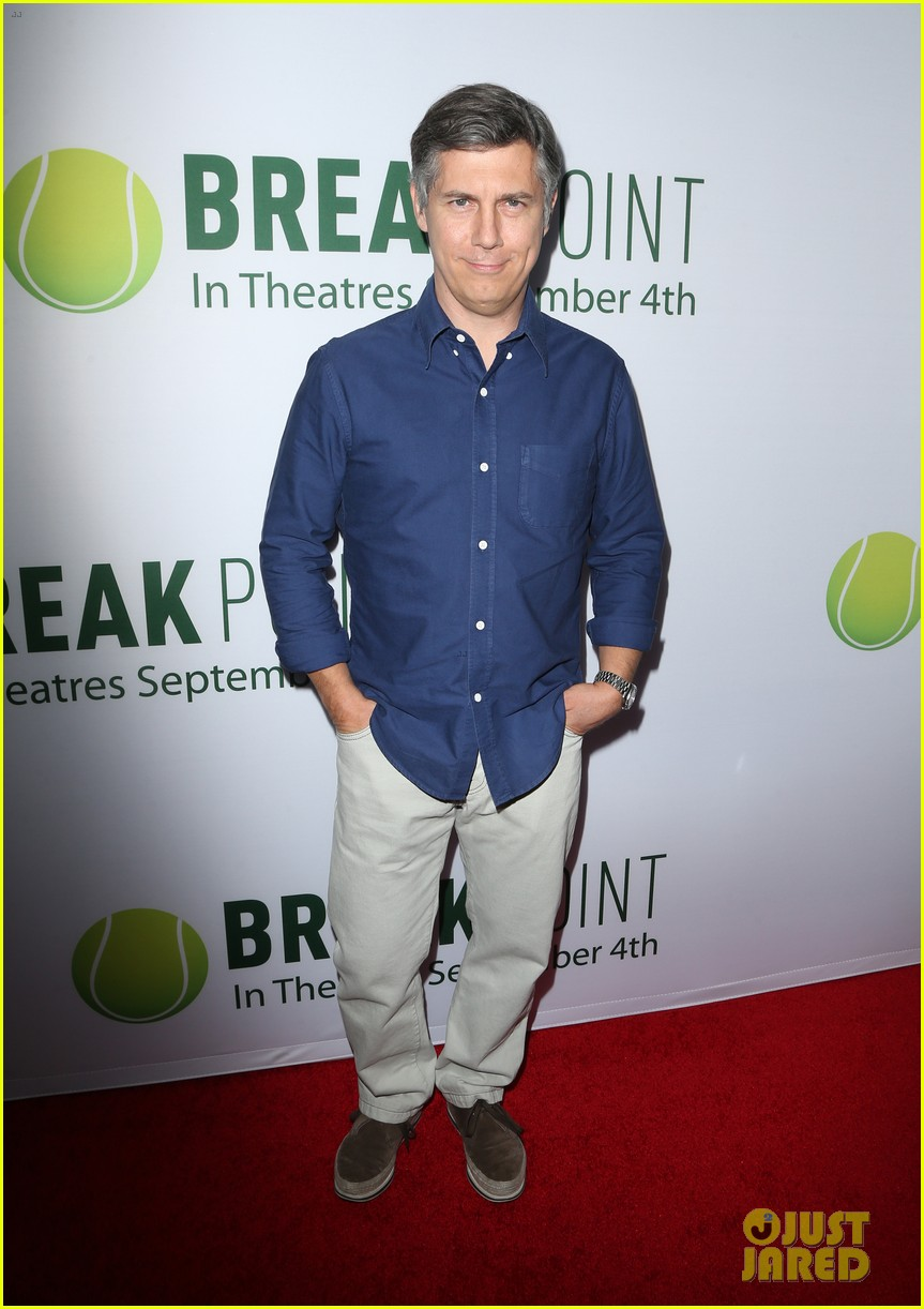 pregnant brooklyn decker supports break point at hollywood screening 06