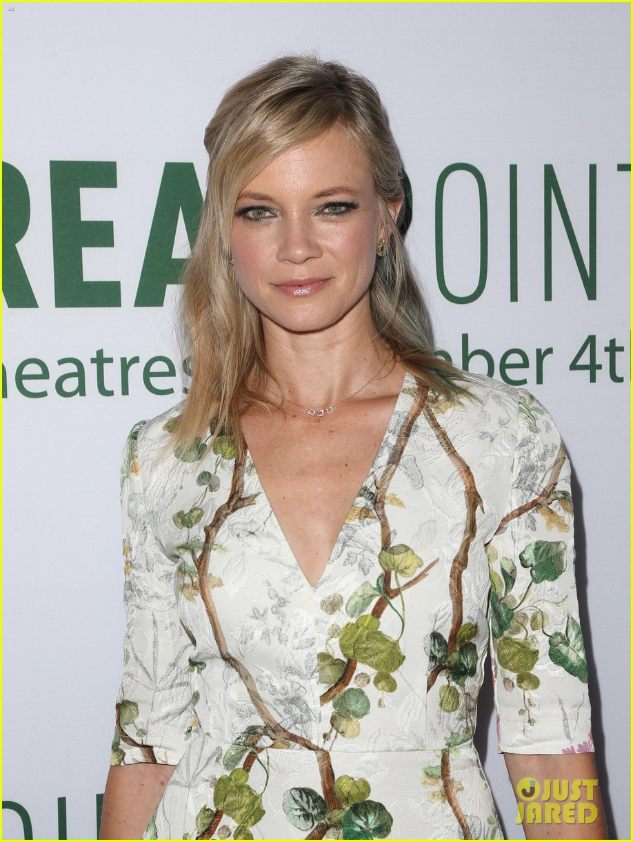 pregnant brooklyn decker supports break point at hollywood screening 08
