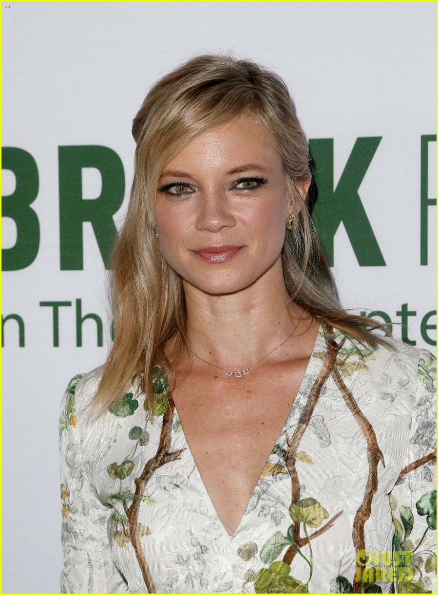 pregnant brooklyn decker supports break point at hollywood screening 10