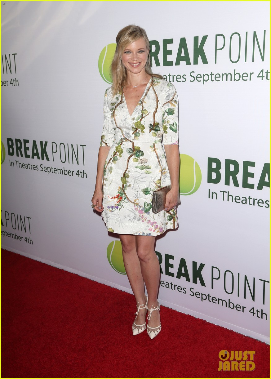 pregnant brooklyn decker supports break point at hollywood screening 11