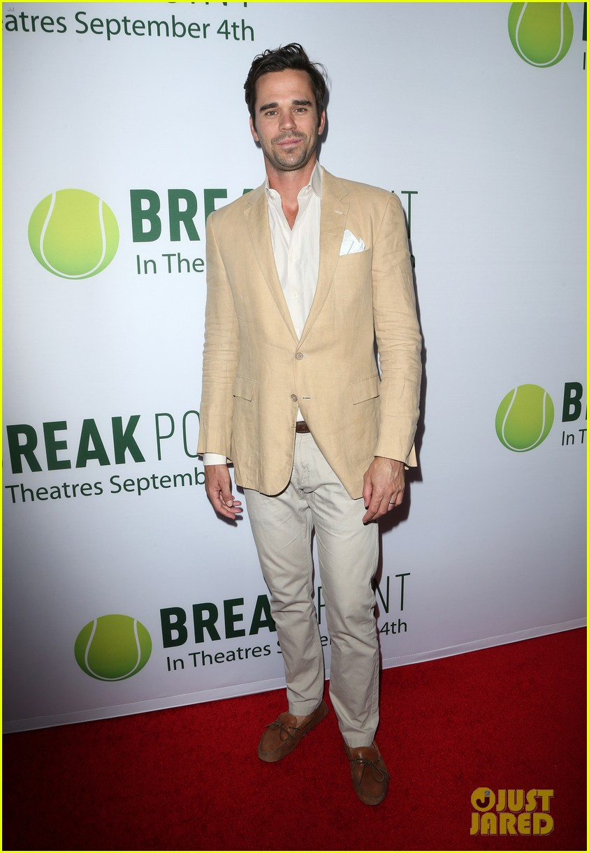 pregnant brooklyn decker supports break point at hollywood screening 13