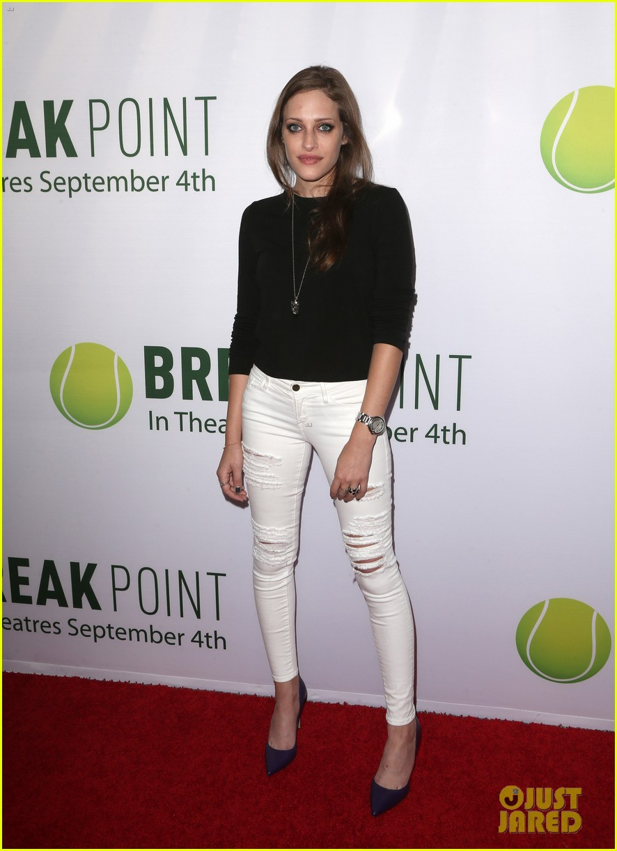 pregnant brooklyn decker supports break point at hollywood screening 21