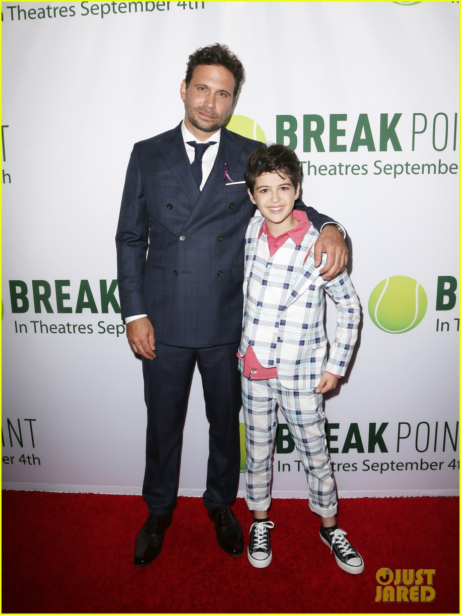 pregnant brooklyn decker supports break point at hollywood screening 23
