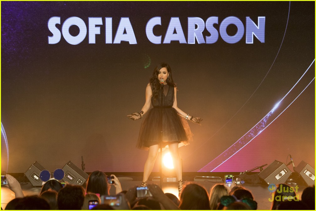 dove cameron sofia carson d23 performances liv maddie descendants casts 03