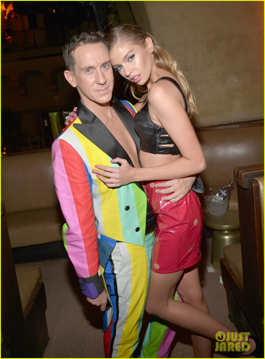 miley cyrus rumored girlfriend stella maxwell shows her support at mtv vmas 2015 13