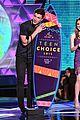 shawn mendes wins 2015 teen choice awards 03