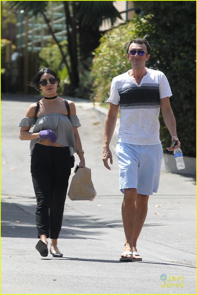 vanessa hudgens feels like rocky break out friend 02